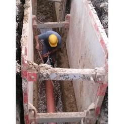 Megkezdődött a szennyvízberuházás a házbekötésekkel, a telephely kialakítással és a gerincvezeték kiépítésével.
